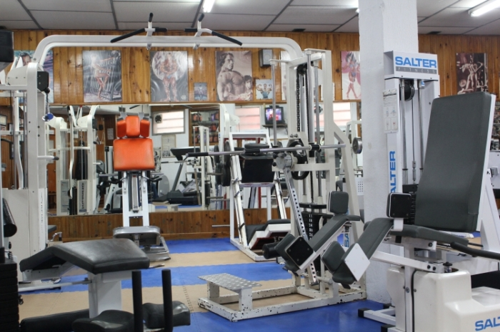 interior-gimnasio-tomas-sanchez